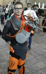 A cosplayer dressed up as Gordon Freeman from Half-Life.